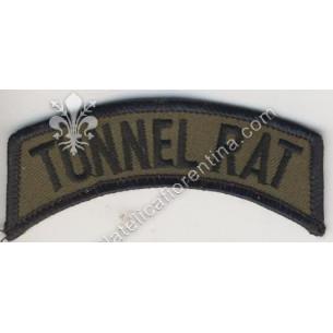 """Scritta da spalla """" Tunnel..."""